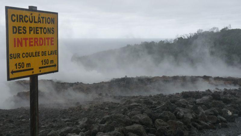 Coulée de lave de 2007 encore chaude